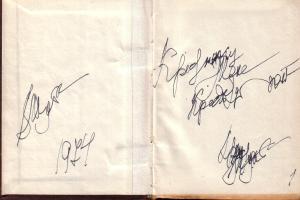 """Надпись В.В.Шульгина на исторической книге """"Двадцатый год"""". Слева - подпись и дата, справа: """"Крестнику Жене. Крестный. И снова подпись. Шульгин видел тогда уже очень плохо."""