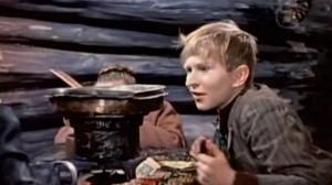 """Кадр из """"Сказки"""".  На сковородке -  лепешки из потерянного времени в виде мармелада."""
