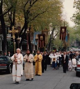 Крестный ход в Свято-Николаевском соборе, 1990