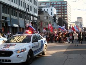 Полиция прокладывает путь