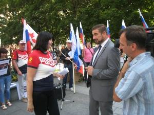 Глава Торонтского отдела Конгресса Русских Канадцев Алла Суворова дает интервью