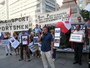 Координатаор Русского мiра Монреаля Геннадий Дмитриев закрывает митинг