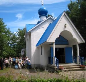 Крестный ход у храма Казанской Божьей Матери