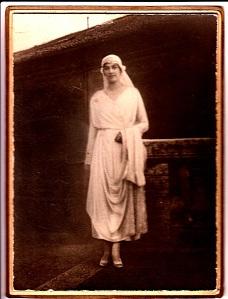 В подвенечном платье, 13 мая 1921 г.