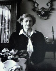 Екатерина Александровна Лейхтенберская в своей квартире в Монреале, 1980-е годы